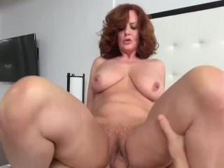 Sexy amateur housewife cumshot